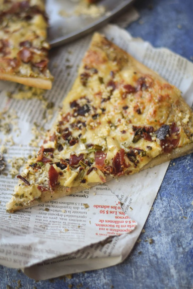 BACON-RANCH-WHITE-CHEDDAR-PIZZA-WITH-NEW-YORK-STYLE-CRUST-5-635x953-6f633a6914c078aaddb4eeefaf1764a033f4d919
