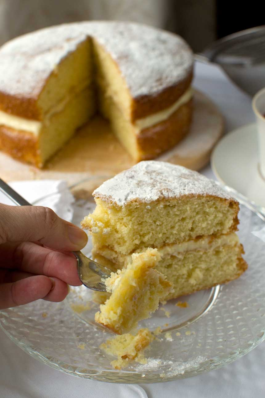 lemon_mascarpone_cake_6-8ea1a2d0bac36f079b80bd6092c6fd25c240b065