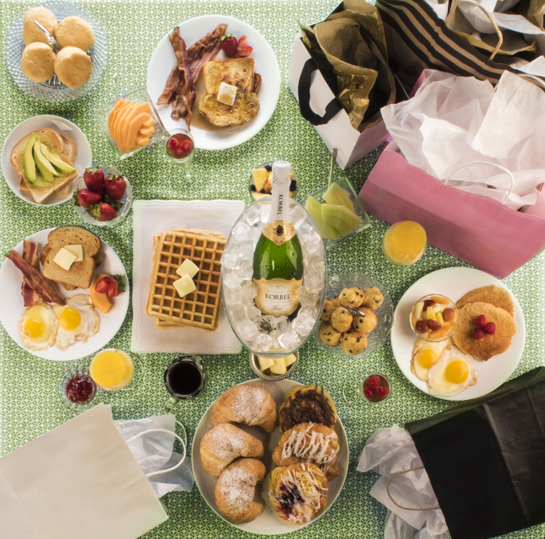 Black-Friday-Brunch-Lifestyle-3-7ad7a2e90699bb6faaedc9b6b61a5f915ab64798